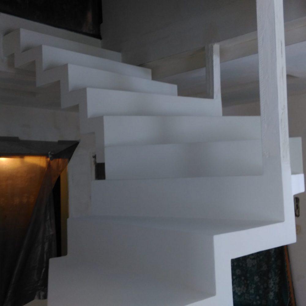 schody biale praca